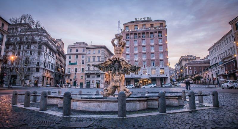 Den Triton springbrunnen på piazza Barberini, Rome royaltyfri foto
