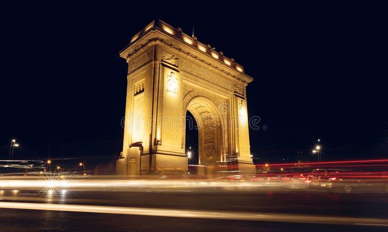 Den triumf- bågen Arcul de Triumf i Bucharest, huvudstaden av Rumänien historisk monument royaltyfria foton