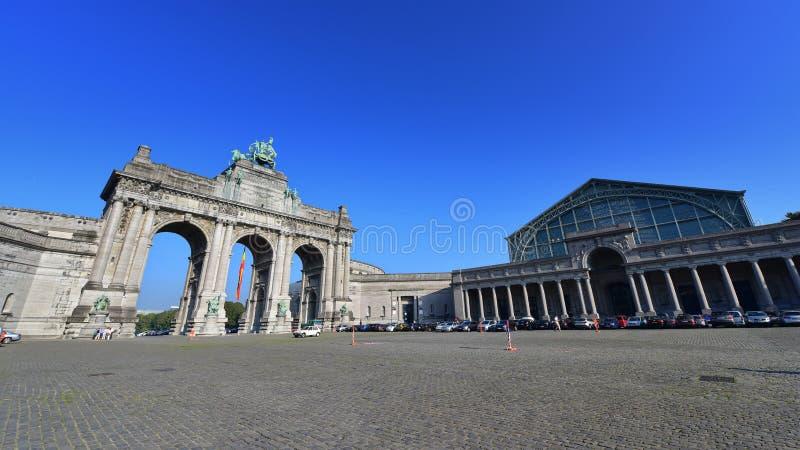 Den triumf- bågen på Parc du Cinquantenaire i Bryssel arkivfoton