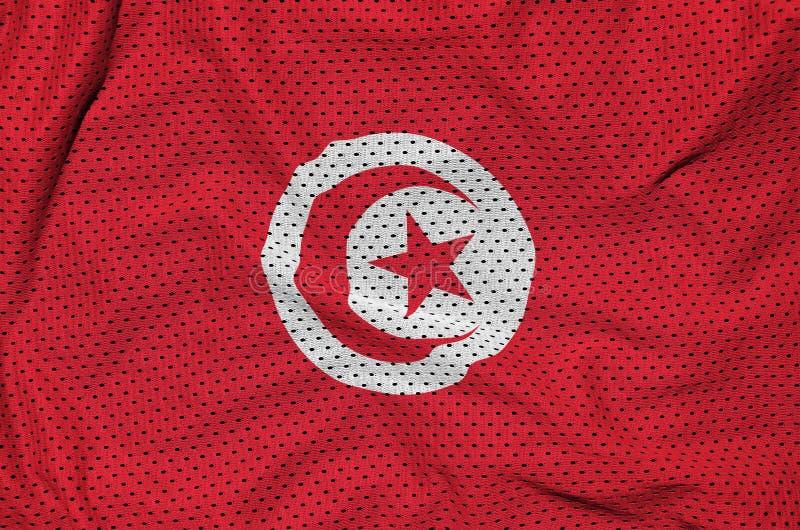 Den Tunisien flaggan skrivev ut på ett tyg för ingrepp för polyesternylonsportswear arkivbilder