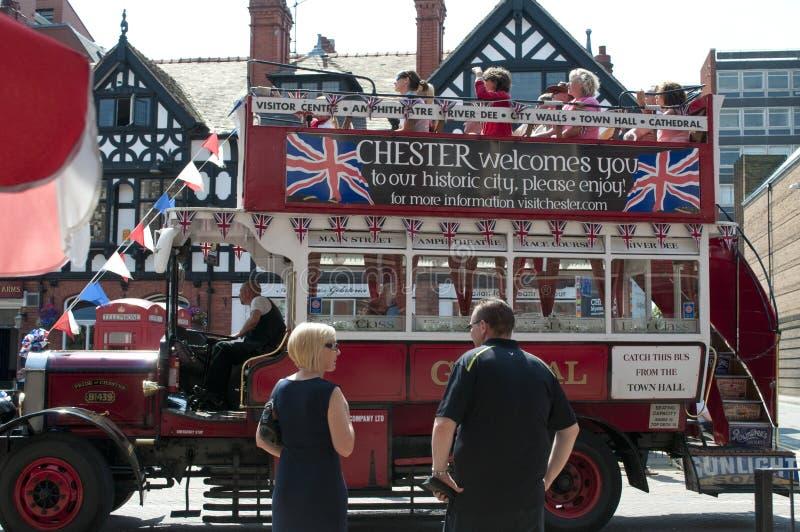 Den turist- staden turnerar bussen, Chester, UK royaltyfria bilder
