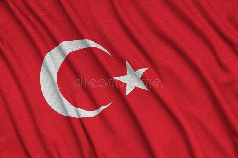 Den Turkiet flaggan visas på ett sporttorkduketyg med många veck Baner för sportlag arkivfoto