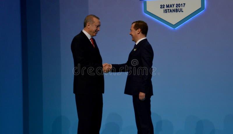Den turkiska presidenten Recep Tayyip Erdogan välkomnar den ryska premiärministern Dmitry Medvedev arkivfoto