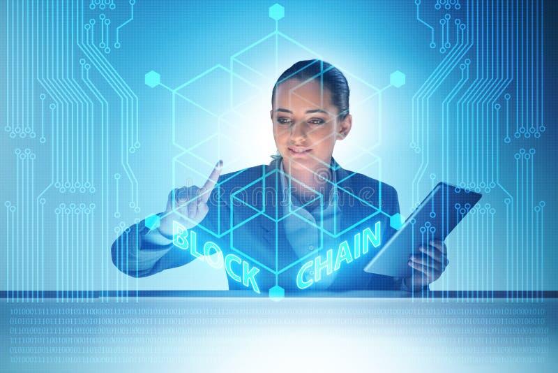 Den unga affärskvinnan i innovativt blockchainbegrepp vektor illustrationer