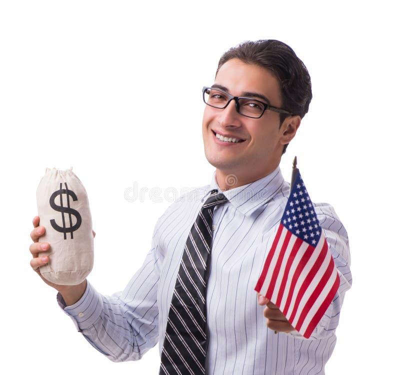 Den unga aff?rsmannen med amerikanska flaggan och pengar plundrar p? vit royaltyfria bilder