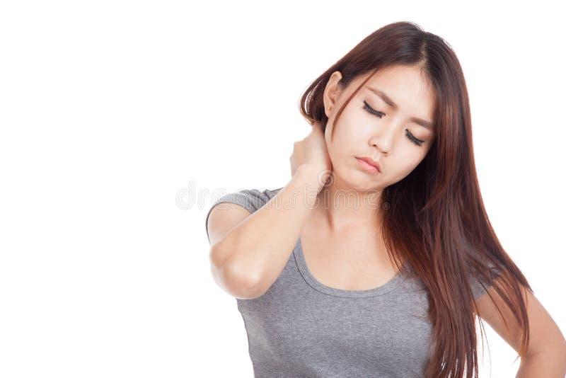 Den unga asiatiska kvinnan som fås halsen, smärtar royaltyfria bilder