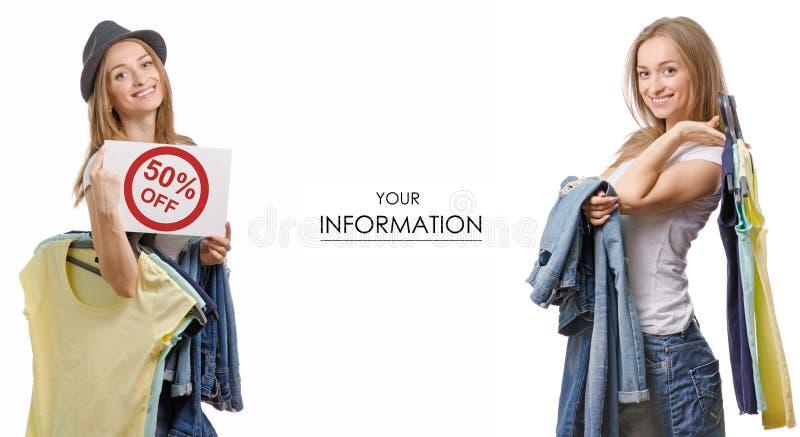 Den unga härliga kvinnasamlingen i händerna av sakert-skjortan jeans som säljer modellen för rabattmodediversehandel, ställde in arkivbild