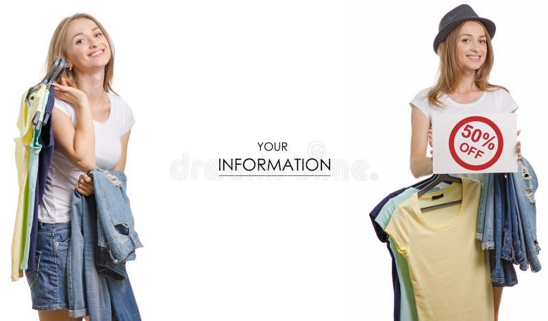 Den unga härliga kvinnasamlingen i händerna av sakert-skjortan jeans som säljer modellen för rabattmodediversehandel, ställde in royaltyfri fotografi
