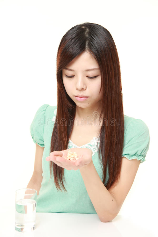 Den unga japanska kvinnan lider från melankoliskt royaltyfria foton