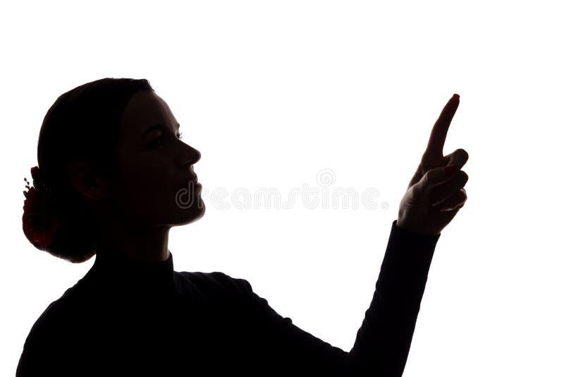 Den unga kvinnan i dräkt visar hans pekfinger, hand framåtriktat arkivfoton