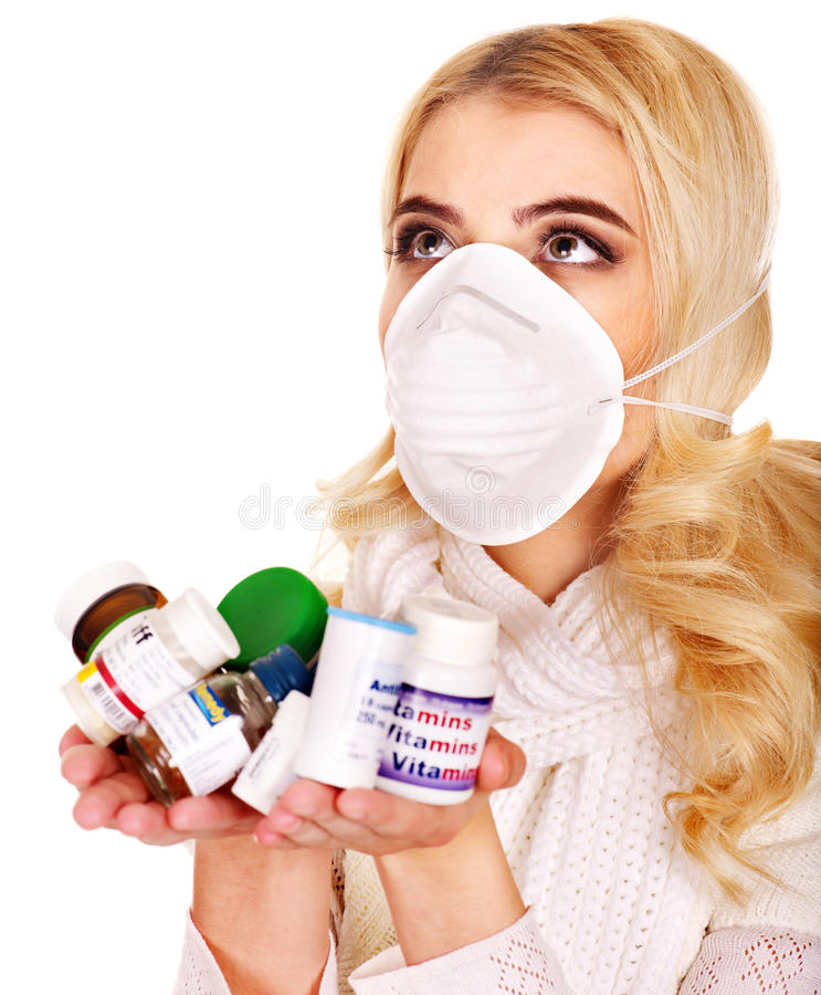 Den Unga Kvinnan Som Har Influensa, Tar Pills. Fotografering för Bildbyråer