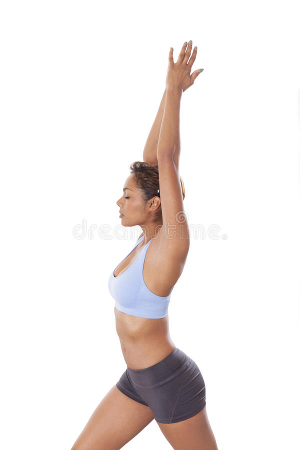 Den unga kvinnan visar riktig yogateknik. royaltyfri foto