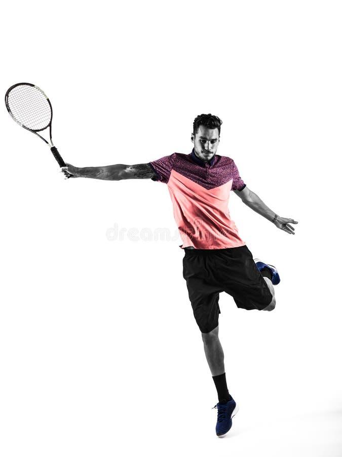 Den unga mannen spelar tennis arkivbilder