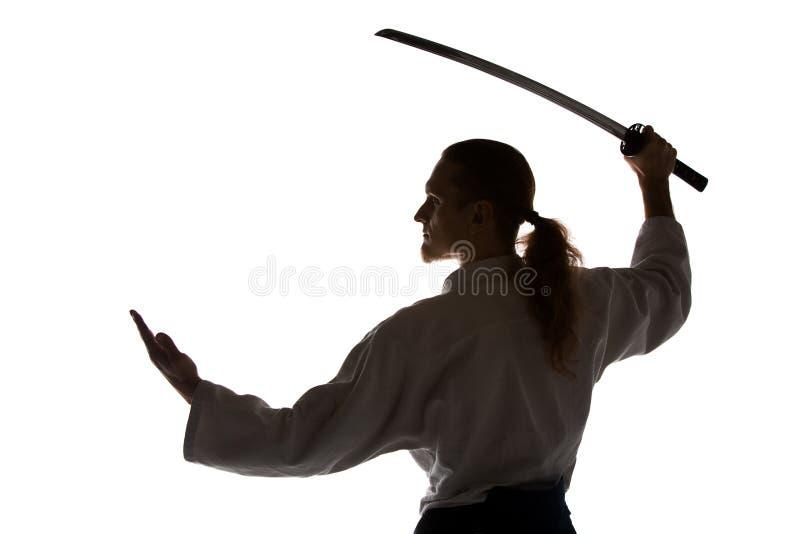 Den unga mannen utbildar Aikido på studion royaltyfri bild