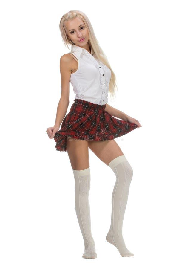 Den unga och härliga skolflickan bär en traditionell likformig arkivfoton