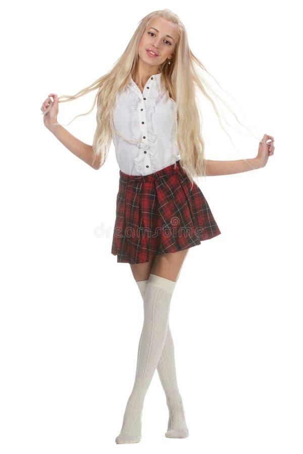 Den unga och härliga skolflickan bär en traditionell likformig arkivbilder
