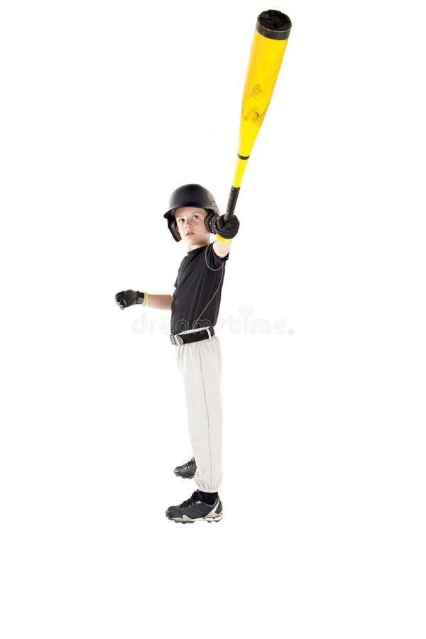 Den unga pojkebasebollspelaren som visar av med hans slagträ, fördjupa arkivfoton