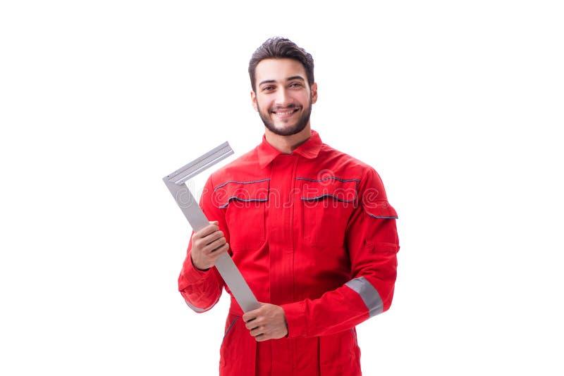 Den unga repairmanen med en fyrkantig linjal som isoleras på vit bakgrund royaltyfri foto