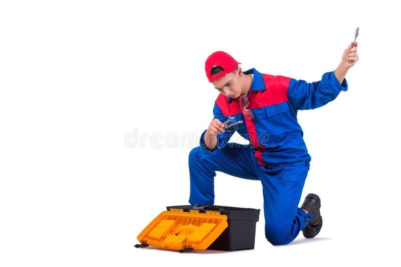 Den unga repairmanen med skiftnyckelskruvnyckeln som isoleras på vit royaltyfri foto