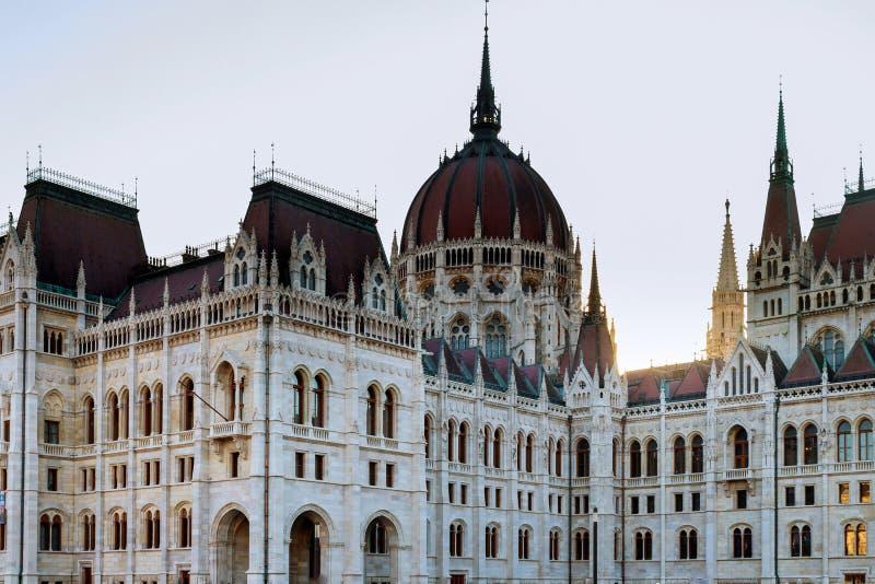 Den ungerska parlamentbyggnaden i Budapest fotografering för bildbyråer