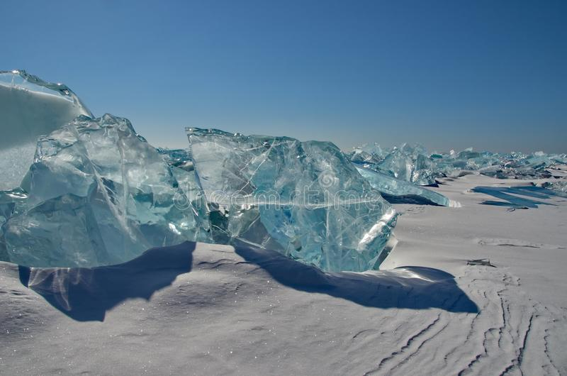 Den unika isen Lake Baikal royaltyfri bild