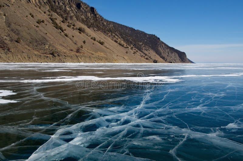 Den unika isen Lake Baikal royaltyfria foton