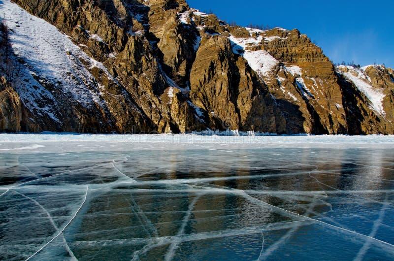 Den unika isen Lake Baikal royaltyfria bilder
