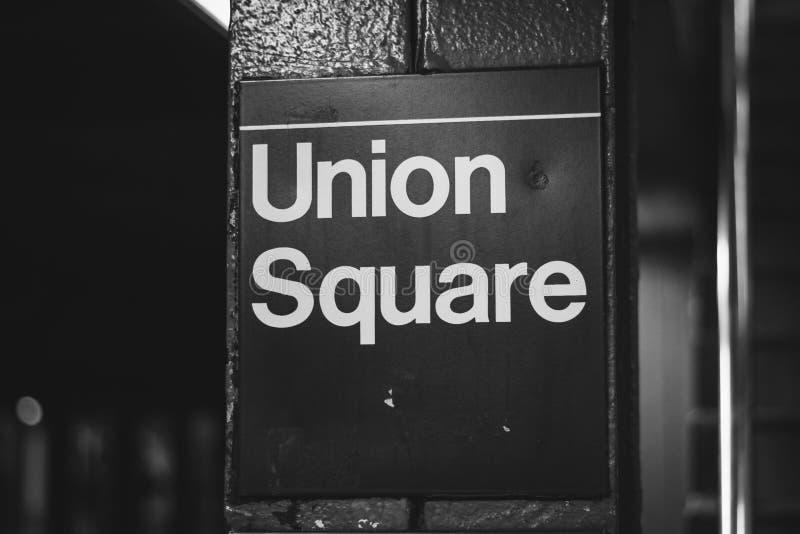 Den Union Square gångtunnelstationen undertecknar in Manhattan, New York City royaltyfri foto