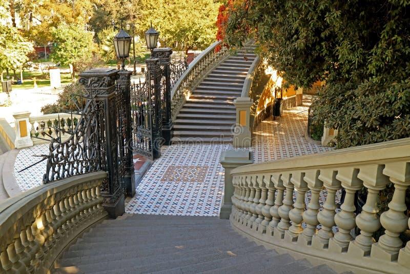 Den ursnygga trappuppgången till Neptunterrassen på Cerro Santa Lucia Park som är historisk parkerar i Santiago, Chile royaltyfri foto