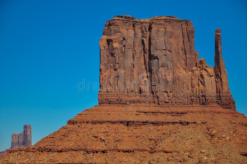 Den västra tumvantebutten, vaggar bildande, i monumentdalen, Arizona royaltyfria bilder