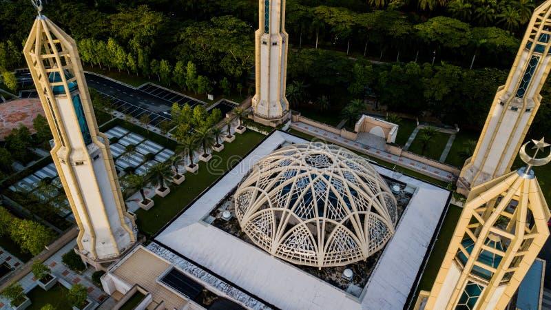 Den vackra flygsynen vid Kota Iskandar-moskén i Kota Iskandar, Iskandar Puteri, en Johor-stat fotografering för bildbyråer