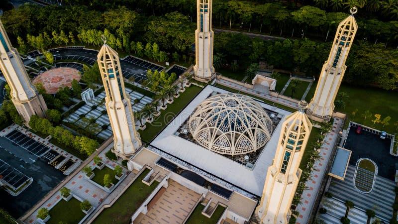 Den vackra flygsynen vid Kota Iskandar-moskén i Kota Iskandar, Iskandar Puteri, en Johor-stat arkivbilder