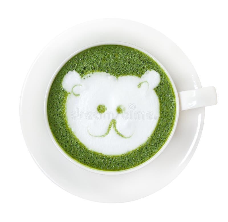 Den varma för matchalatte för grönt te koppen med den gulliga isbjörnframsidan mjölkar fo arkivfoto
