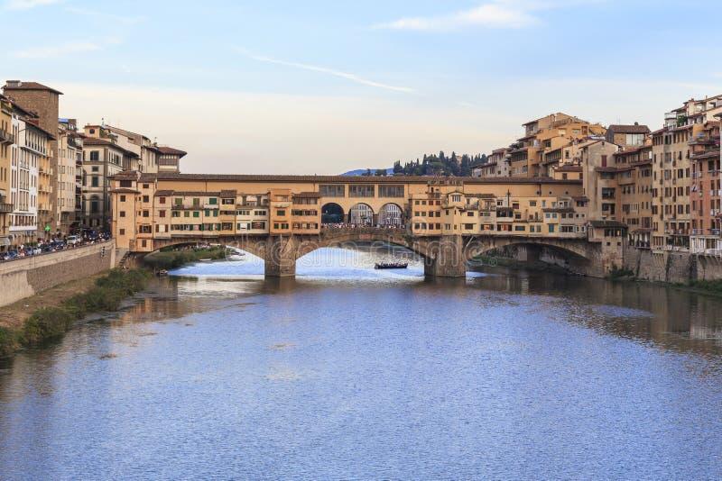 Den Vecchio bron på solnedgången, Florence arkivfoto