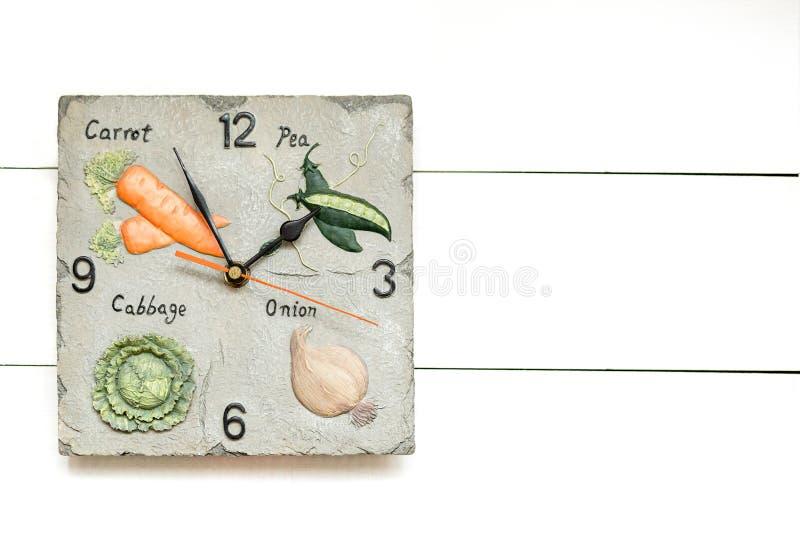 Den vegetariska klockan för grönsak bantar, tid att ha breackfast, klockabakgrund, klockabegrepp arkivfoto