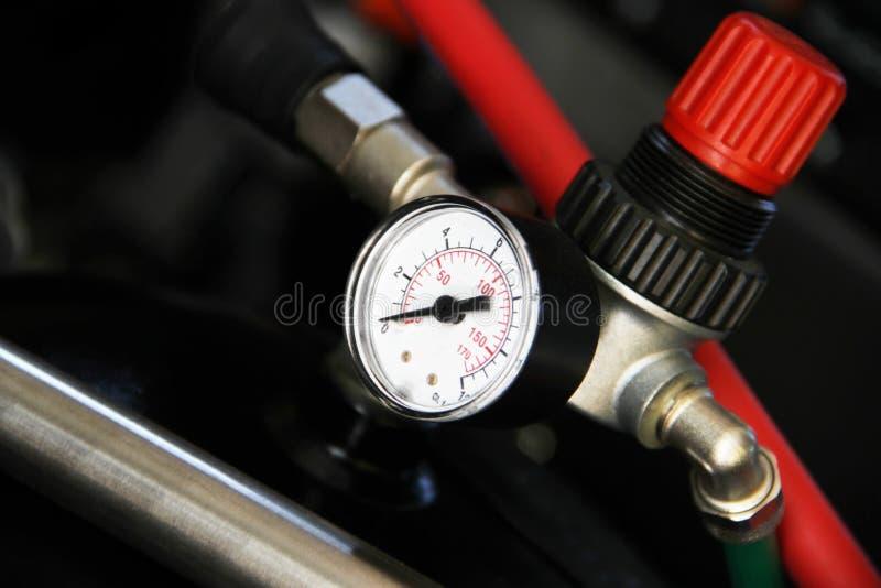 Den ventil- och för tryckindikator delen av maskinen royaltyfri bild