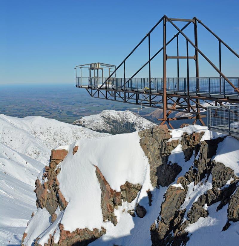 Den vertikala panoramautsikten av Bunji hoppar tornet på monteringen Hutt Ski Fi fotografering för bildbyråer