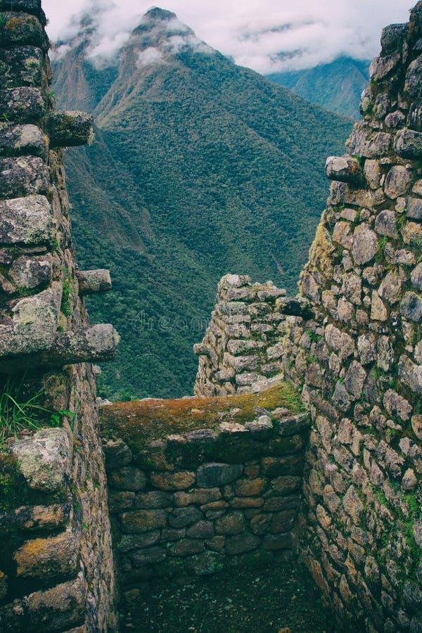 Den vertikala sikten av lösa Anderna från forntida fördärvar arkivbilder