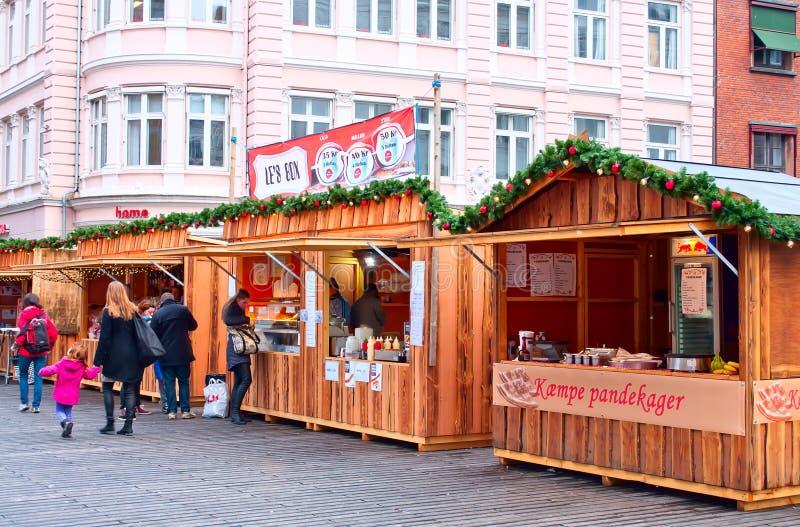 Den very början av julen marknadsför i Århus, Danmark royaltyfri foto
