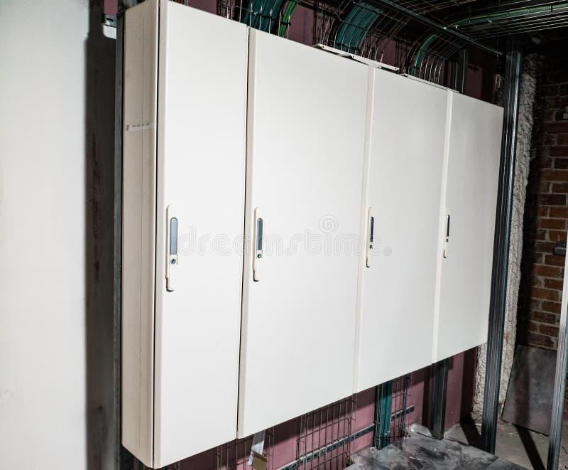 Den vita elektriska panelen avslutade sig arkivfoton