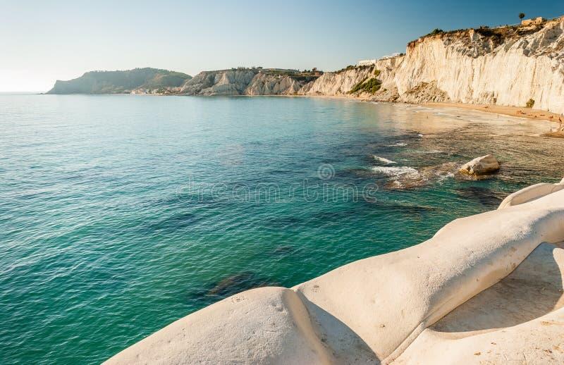 Den vita klippan kallade Turchi för den `-Scala deien ` i Sicilien, nära Agrigento royaltyfria foton