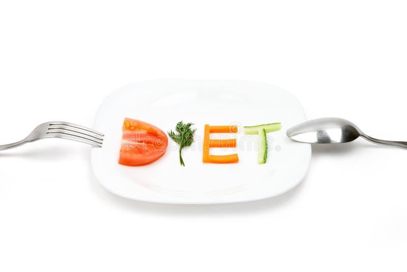 Den vita plattan med ord bantar samlat av skivor av olika frukter och grönsaker royaltyfri fotografi