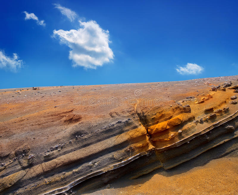 Den vulkaniska Teide nationalparken vaggar blå himmel royaltyfri bild