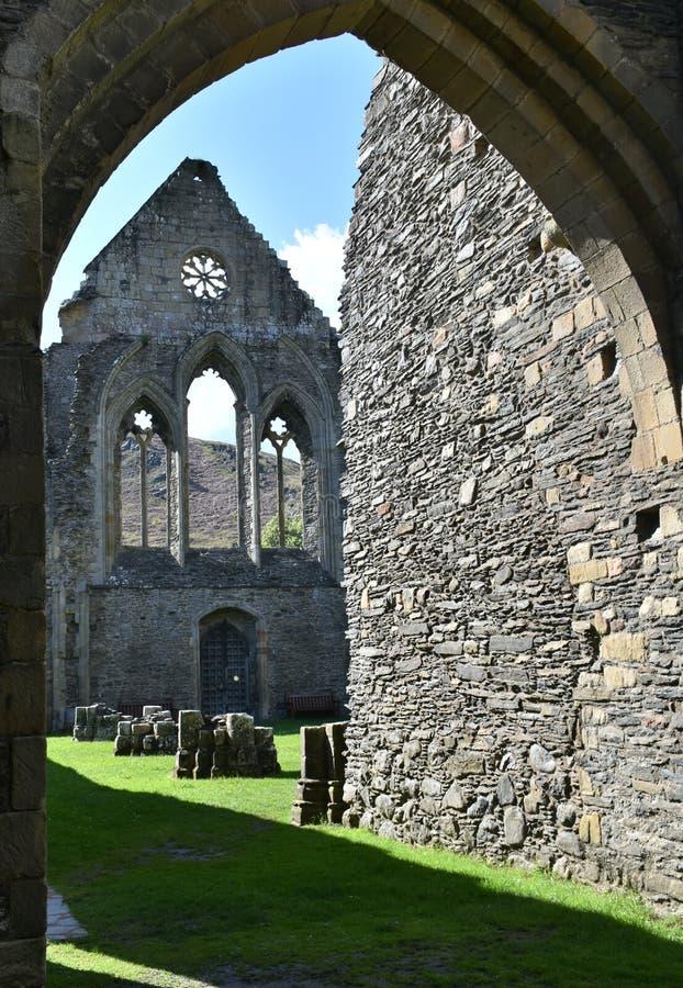 Den Wales Valle Crucis abbotskloster Restna av den västra vingen arkivbilder