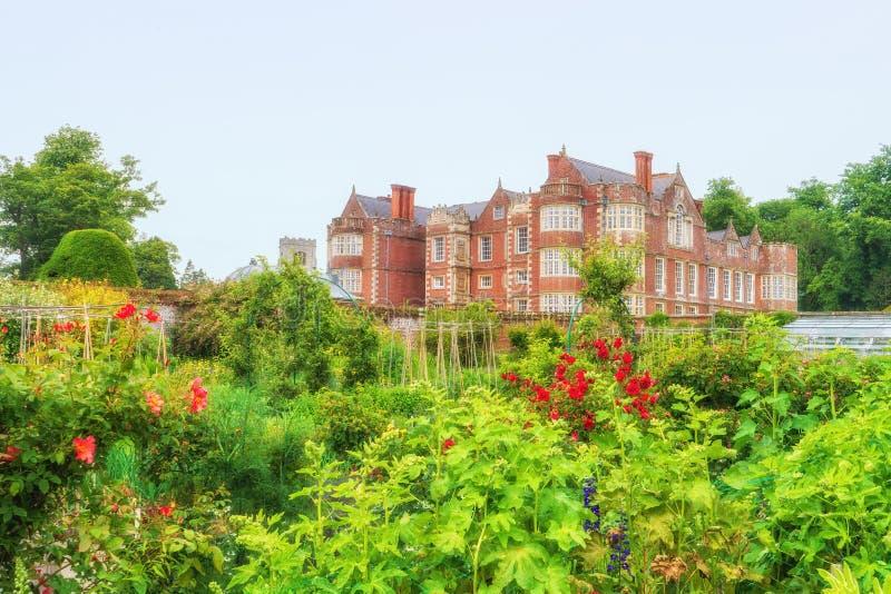 Den walled trädgården, Burton Agnes Hall, Yorkshire, England arkivfoto