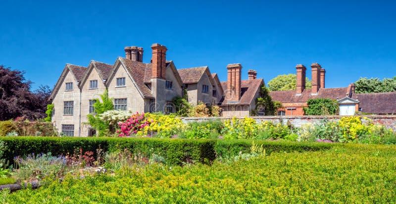 Den Walled trädgården, Packwood hus, Warwickshire, England royaltyfria foton