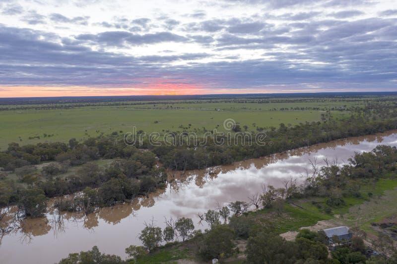 Den Warrego floden på Cunnamulla Queensland arkivbild