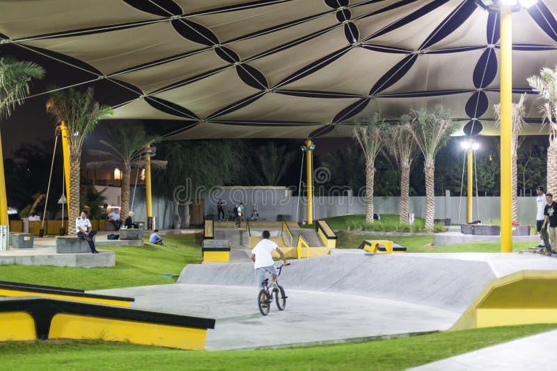 Den XDubai skridskon parkerar arkivbild