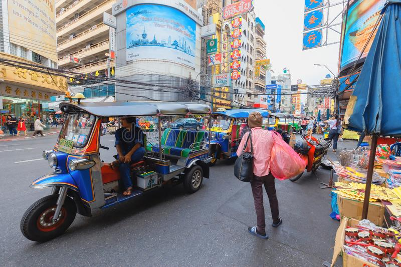 Den Yaowarat vägen är mitten av den Kina staden i Bangkok royaltyfri bild