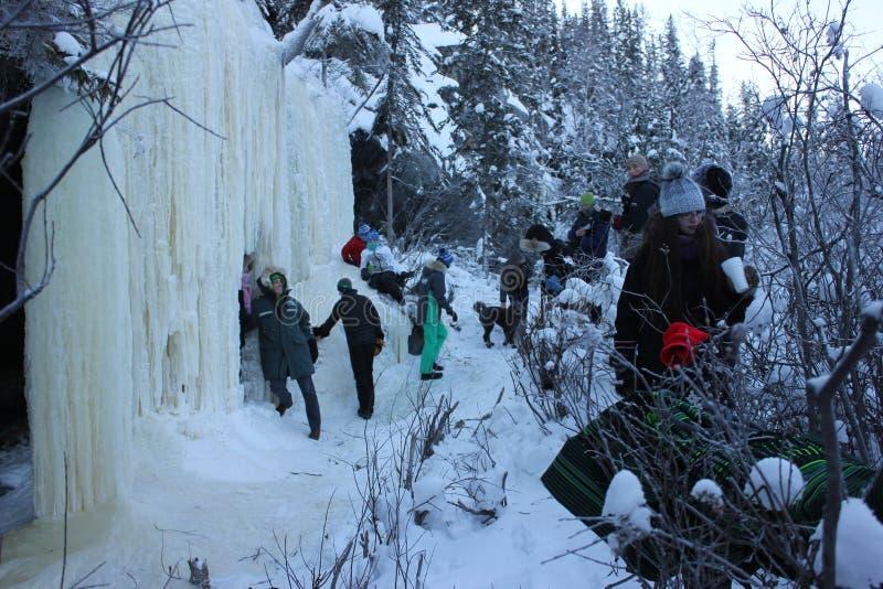 Den Yellowknife vintergrottan turnerar arkivbilder